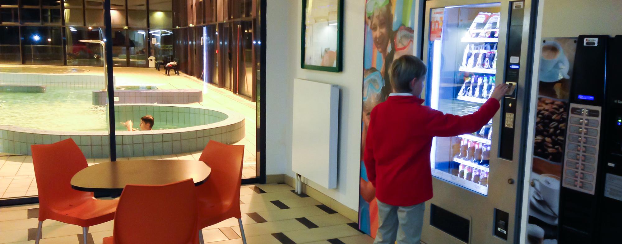 Distributeurs automatiques piscine de ch cy for Piscine de checy